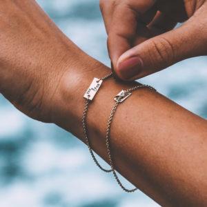 Kurzes Plättchen Namens Armband